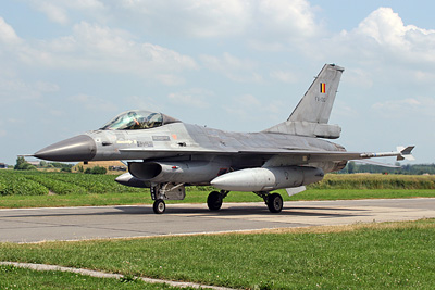 F-16 taxies by the WAC